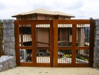 Portão de Madeira com Assoalho de Cumarú