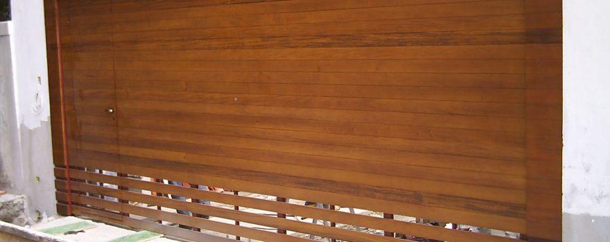 Portão de Madeira com Deck de Jatobá